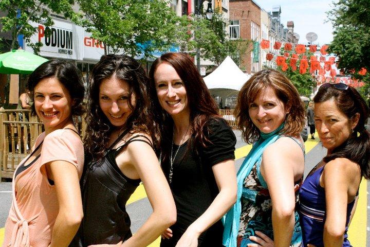 Une partie des Copines en cavale: Katerine-Lune Rollet, Karine Charbonneau, moi, Cécile Gladel et Nathalie Pelletier