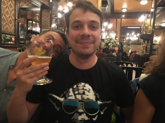 François d'Un sac sur le dos (avec Martino caché derrière la bière)