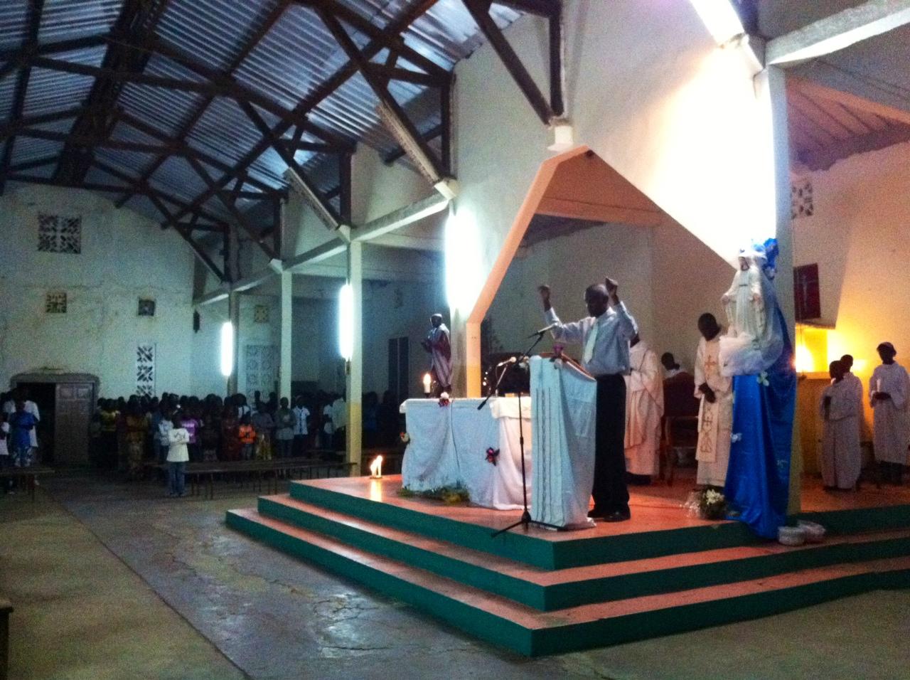 Messe de minuit à Mbidienne, sur la Petite-Côte sénégalaise