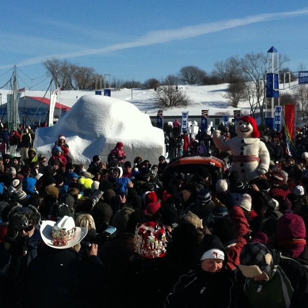 Bonhomme Carnaval est une véritable star. Je l'ai vu signé des autographes et danser le Gangnam style! (Carnaval de Québec)