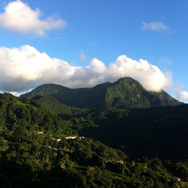 Pitons du Carbet (photo prise à l'Observatoire volcanologique et sismologique de la Martinique).