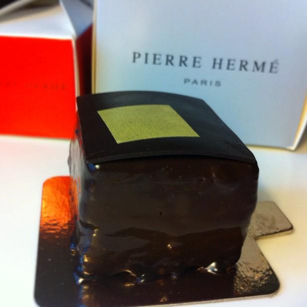 Le Carrément chocolat de Pierre Hermé. J'adore.