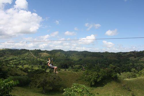 Tyrolienne à Monkey Jungle, près de Puerto Plata