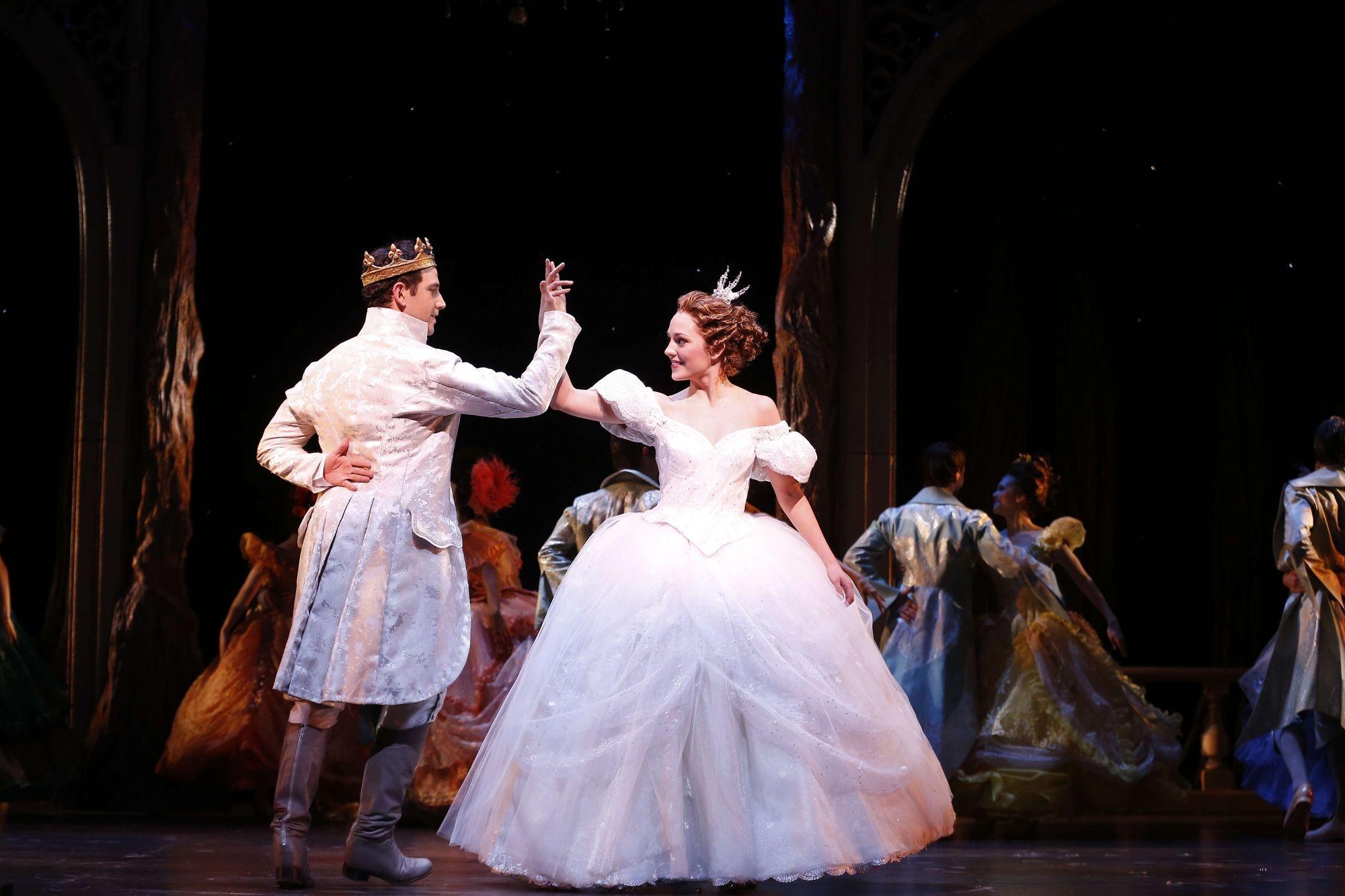 Pas étonnant que le spectacle ait remporté un Tony Award® pour les meilleurs costumes dans une comédie musicale! (Crédit: Carol Rosegg)